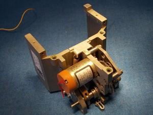 Motore  con riduttore 24Vcc 60rpm + movimento lineare alternativo