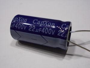 22uF 400V Condensatore elettrolitico Capxon  ( 8 pezzi)