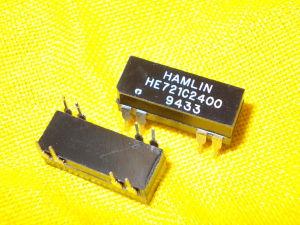 Relè reed HAMLIN HE721C2400  n.2 pezzi con contenitore