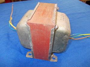 Autotrasformatore 220/110V  50/60Hz 2500VA per apparati Americani