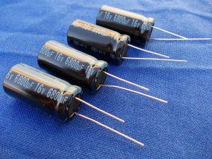 6800uF 15Vcc N. 4 condensatori elettrolitici Jamicon