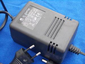 Alimentatore caricabatterie 14,5Vcc 1,5A  21,5VA