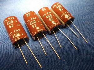 82uF 450Vcc Condensatore elettrolitico n. 4 pezzi