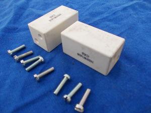 Coppia isolatori in ceramica mm. 26x26x51 fissaggio fori M4 completi di viti
