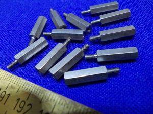 Torretta esagonale Inox distanziale maschio/femmina  M2,5x15 (n.12 pezzi)