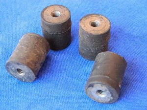 Antivibrante in gomma 25x20 filettatura M6 (n.4 pezzi)