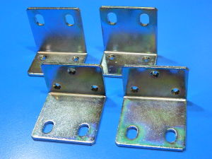 4 staffette angolari mm. 44x45x31 acciaio zincato