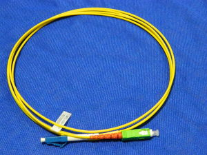 SM/R Simplex Fiber optic patch cord SC/APC 9°-  LC/UPC (metri 2)