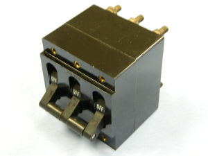 Circuit breaker HEINEMANN AM333MG6 40A 208Vac 400Hz 3 phase