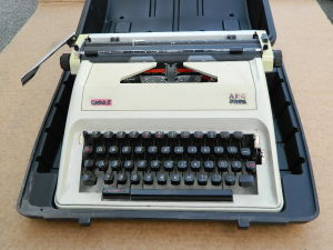 Typewriter Olimpia Carina 2
