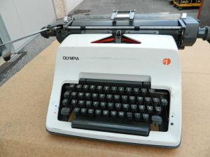 Typewriter OLIMPIA, German keyboard