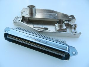 Connector Amphenol 157-12640 64pin male Centronics,  with metal cover