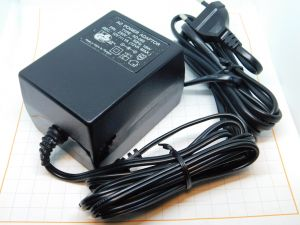Alimentatore lineare 12Vcc 1A 12W, trasformatore 50/60Hz
