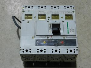 Interruttore automatico 4 poli 630A KLOCKNER MOELLER NZM 104-630S