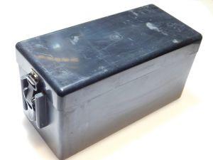 Contenitore in plastica per batterie, chiusura a scatto dim. cm. 24x10x11,5