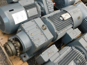 Gearmotor SEW EURODRIVE 4Kw 220/380Vac 3 phase 1420rpm,  ratio 7,36:1