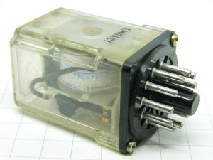Relè OMRON MK3P-5  bobina 110Vac  3scambi 250Vac 10A  zoccolo undecal