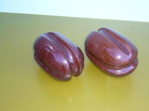 Coppia isolatori a noce in porcellana mm. 140x80