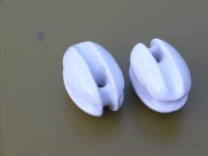 Coppia isolatori a noce in porcellana  mm.70x60