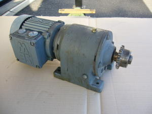Motoriduttore 220/380Volt trifase 0,18Kw 70rpm