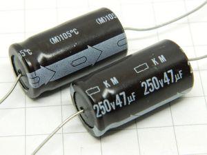 47uF 250Vcc condensatore elettrolitico assiale NIPPON CHEMICON KM(M)105° (n.2 pezzi)
