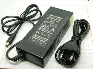 Caricabatterie  42V 2A  per batterie Li-Ion 36V  biciletta, monopattino, connettore mm.8