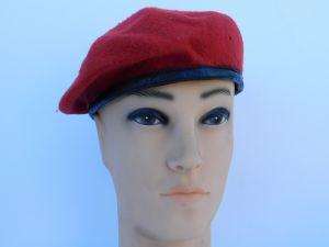 Basco militare rosso
