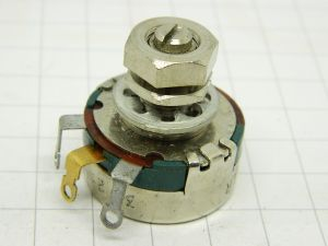Potentiometer 2Kohm 2W wirewound General Electric GE193B202P8 CLR