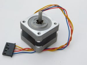 Motore passo passo SANYO DENKI 103-546-55500  37,5ohm  1,8° step motor